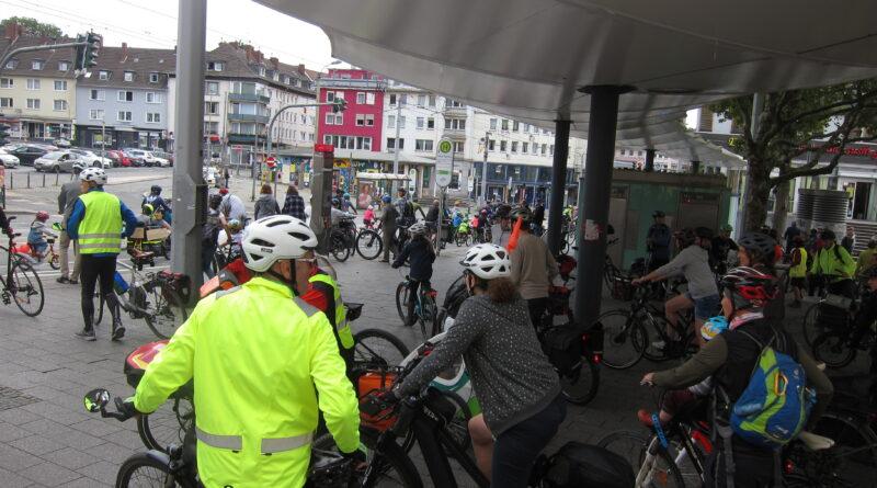 Strartpunkt der Hauptdemoroute in Witten auf dem Rathausplatz