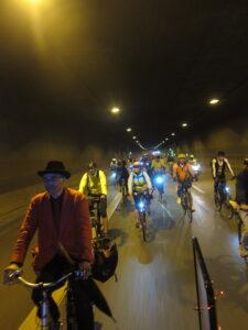 Auf der B236nim Tunnel Wambel